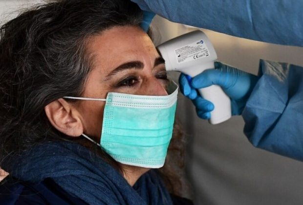Residents of New Zealand will soon also have to wear face masks when boarding a plane. The new measure only applies to domestic flights and will apply from Thursday.